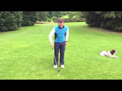 Golf Short Game Tip – How To Get A Consistent Strike When Chipping