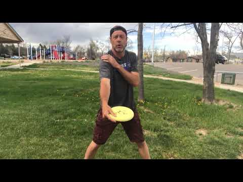 What is the correct disc golf putting stance.